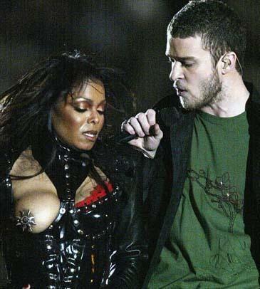 Şubat 2004. Büper Kupa'nın naklen yayını sırasında ekranda aniden Janet Jackson'ın bu görüntüsü belirince herkesin dili tutulmuştu.